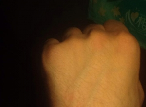 Kako sam trenuto rešio bol u leđima akupresurom šake – iz prve ruke (bukvalno)